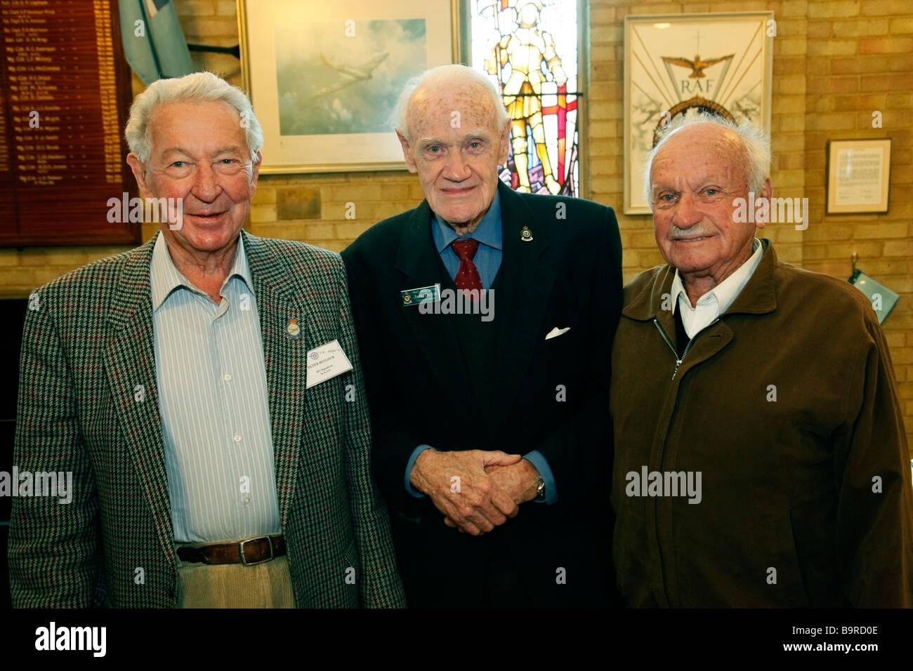Anciens combattants australiens posent pour la photo. Chapelle de la RAF, Biggin Hill, Bromley, Kent, Londres, Angleterre, Photo Stock