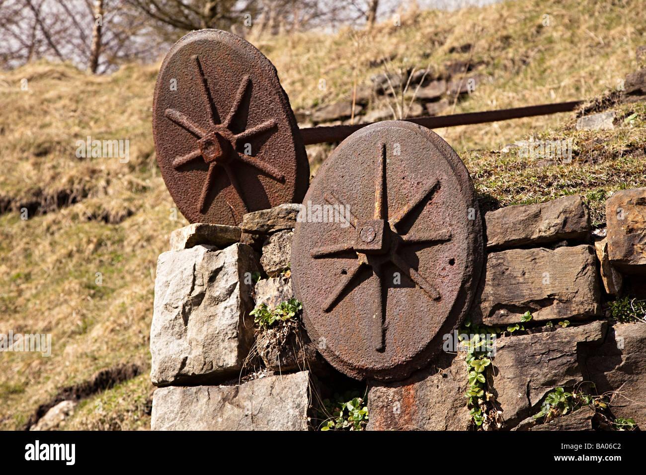 Selles de fonte et bar utilisé pour renforcer et soutenir les murs en pierre autour des fours et fourneaux Photo Stock