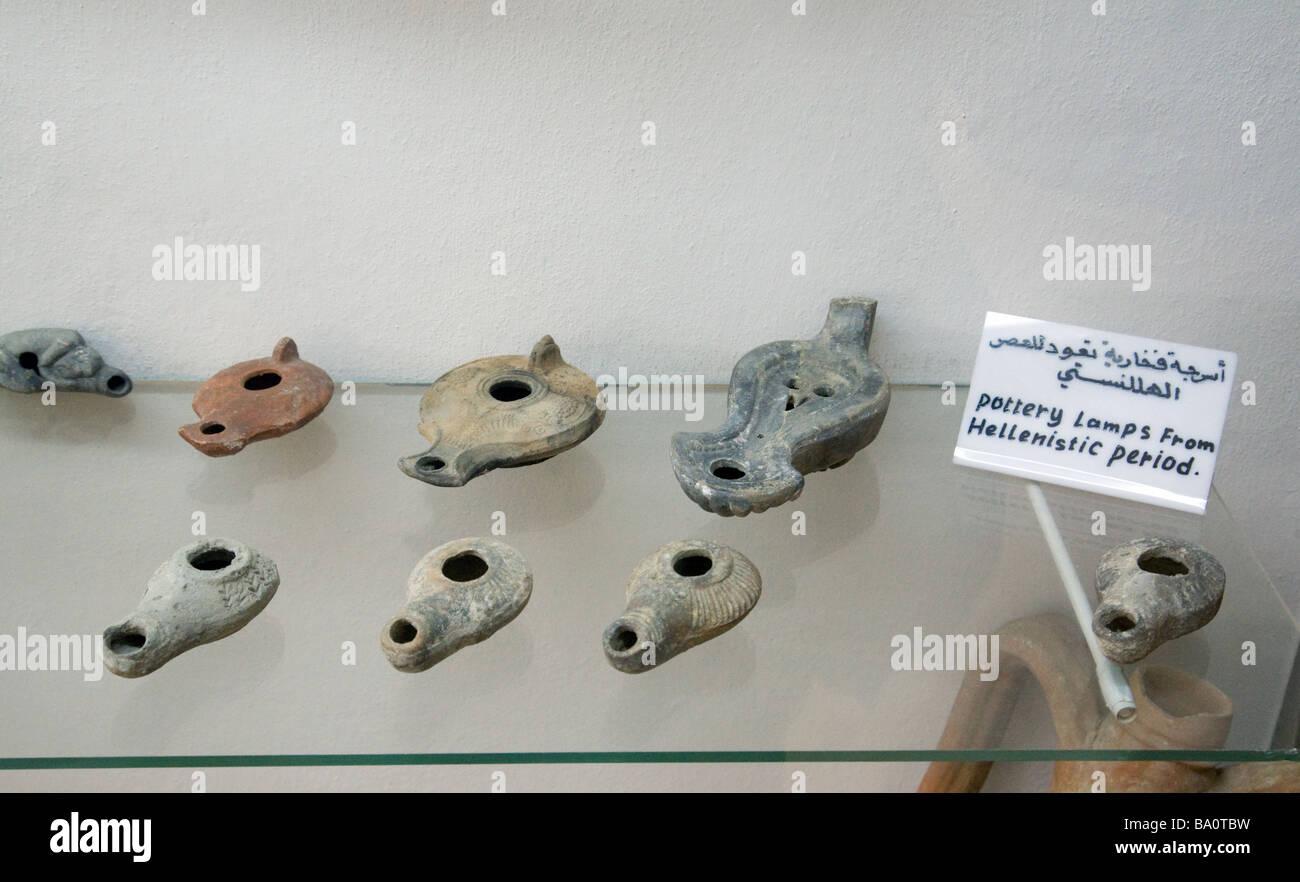 La poterie de l'âge hellénistique lampes à huile, dans le musée d'archéologie, Photo Stock