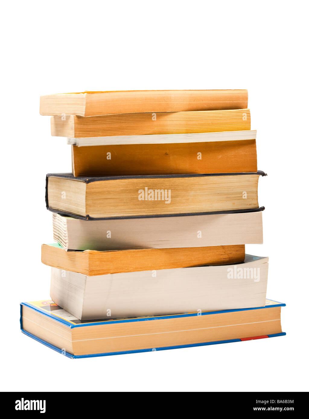 Livres - pile de vieux livres sur fond blanc Photo Stock