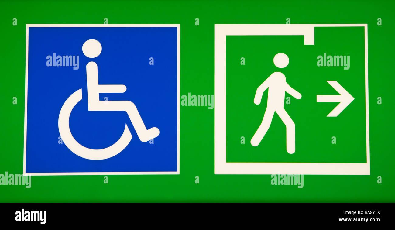 Accès pour chaises roulantes et signes passerelle Photo Stock