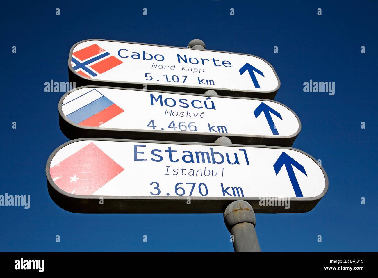 Des signes de distance à Cuellar Valladolid Castille Leon Espagne Photo Stock