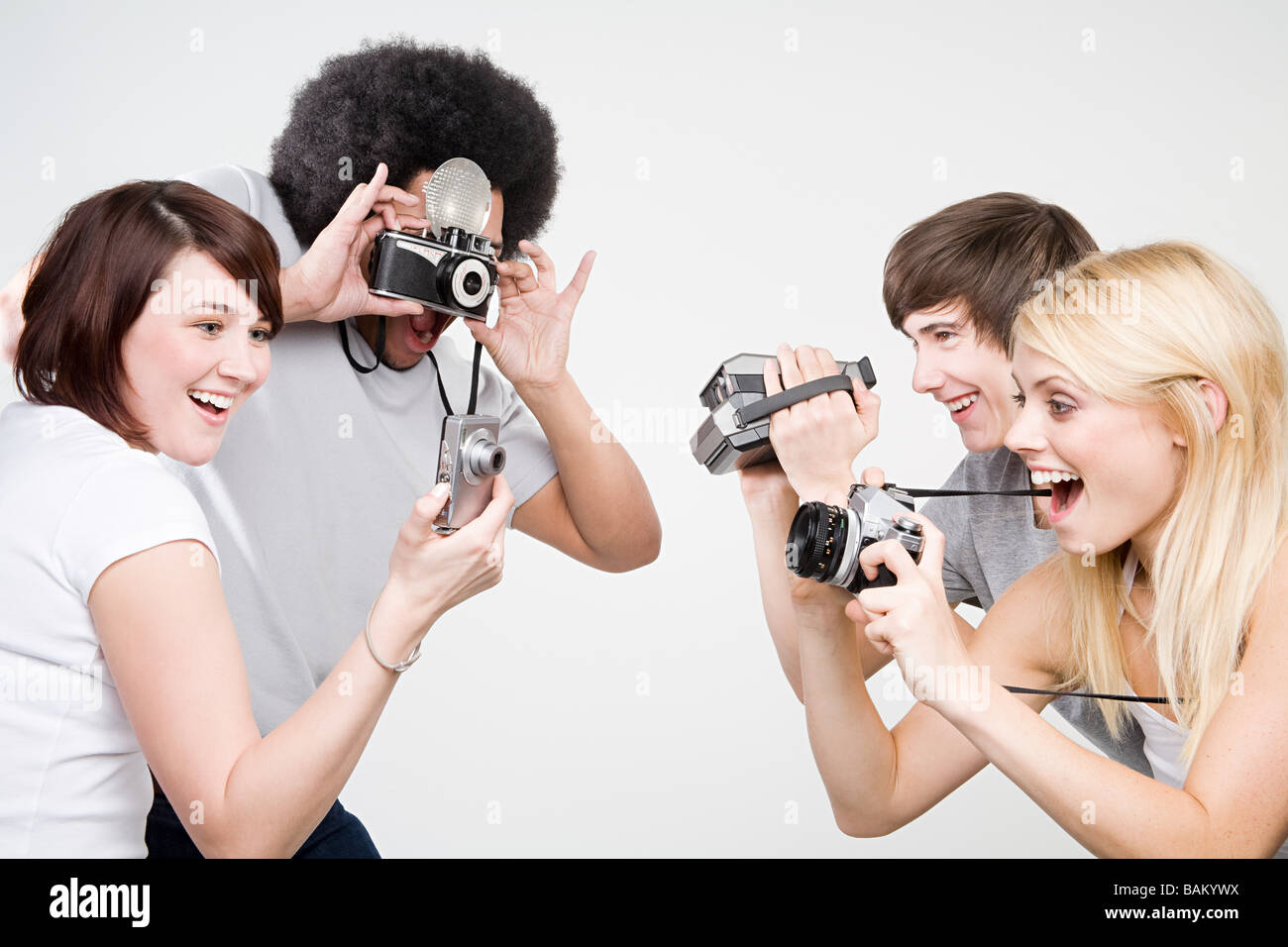 Prendre des photos d'amis Photo Stock