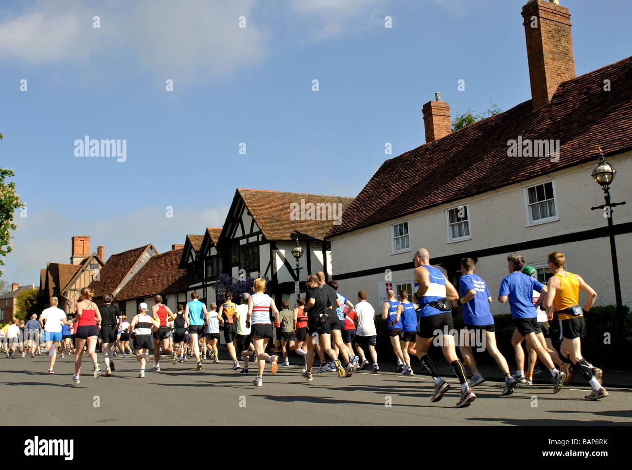 En 2009, les coureurs de marathon et demi-marathon Shakespeare race, UK Banque D'Images