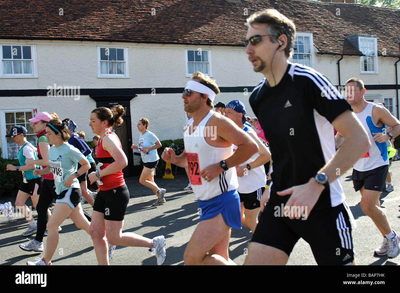 En 2009, les coureurs de marathon et demi-marathon Shakespeare, UK Photo Stock