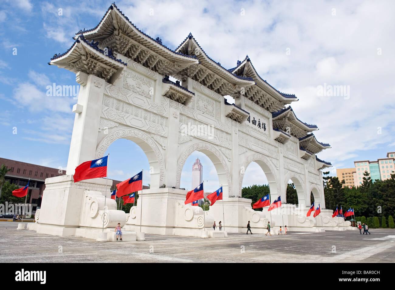 La porte d'une grande place centrale et parfaite droiture. Taipei, Taiwan. Photo Stock