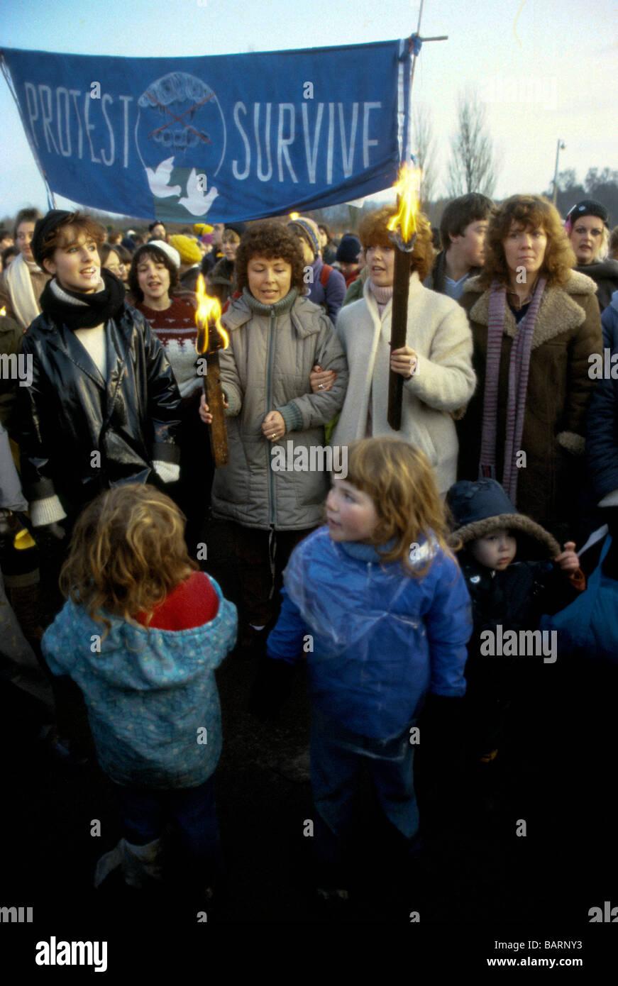 Greenham Berkshire UK Décembre 1982 manifestants à l'Greenham Common Women s Camp de Paix Photo Stock