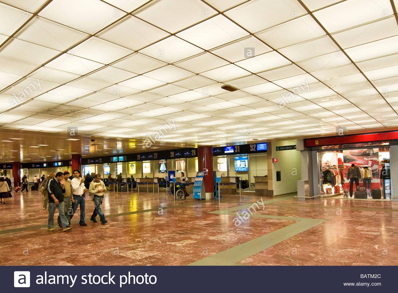 f2b65f29343f4 L aéroport de Bologne Guglielmo Marconi départs émilie-romagne en italie