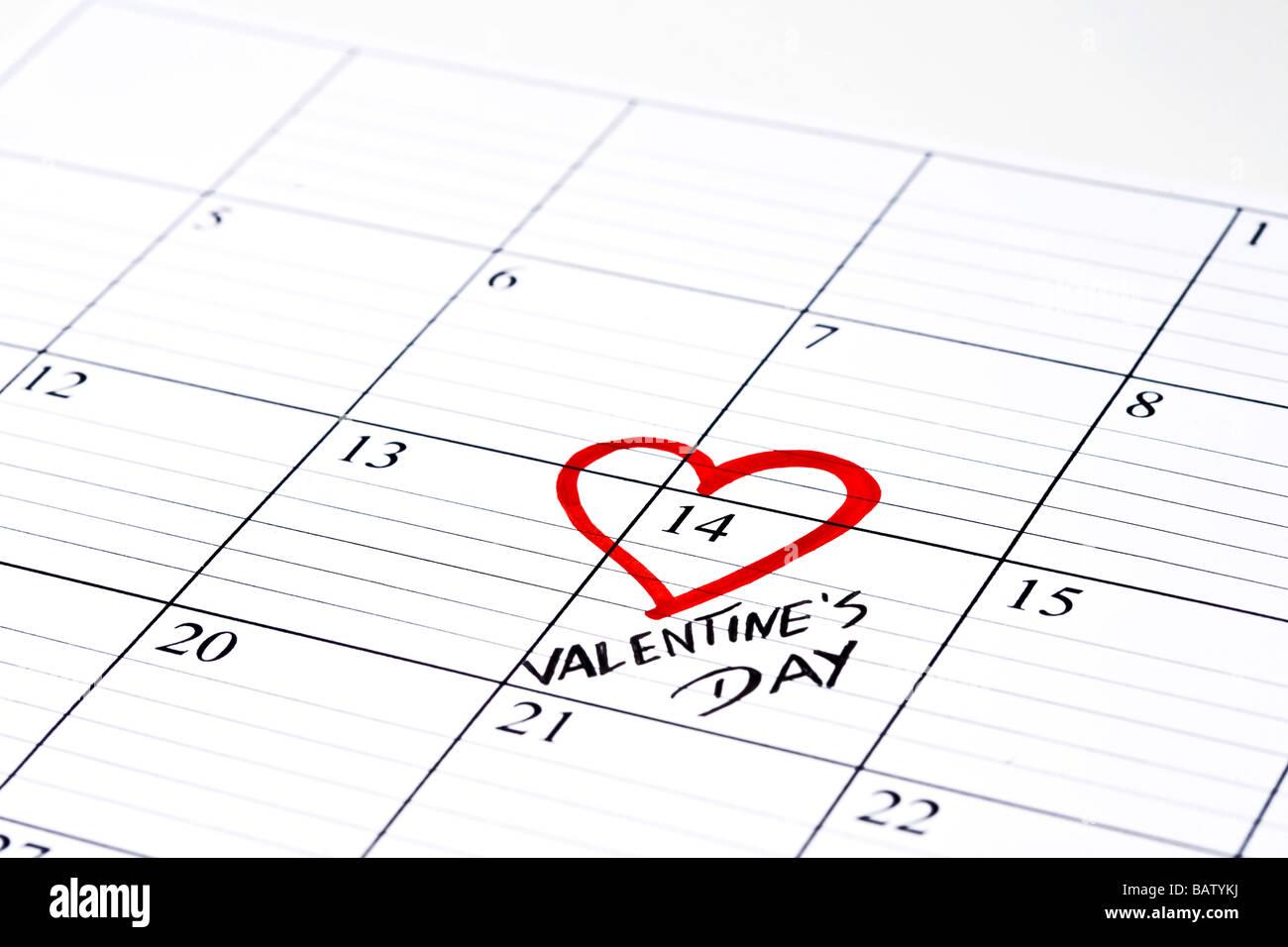 Saint-valentin marqués d'coeur dans calendrier Photo Stock