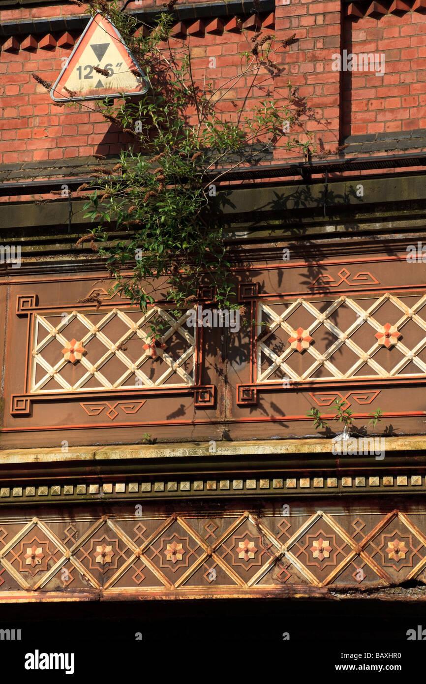 La maison de brique et de Fer Fer Rue(redondant) et Worcester et pont-canal de Birmingham, Birmingham, Royaume-Uni Photo Stock