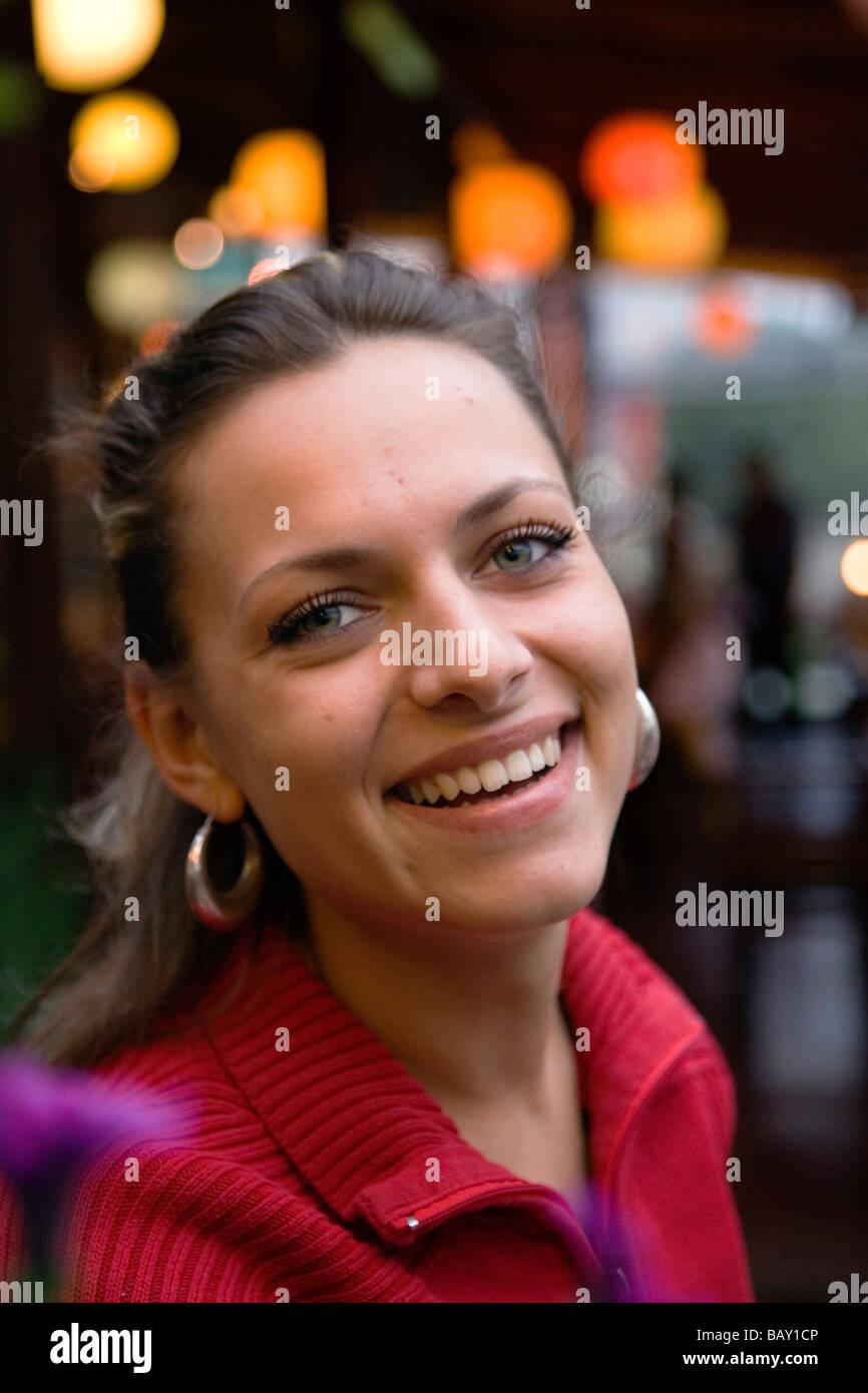 Jeune femme bulgare à Varna, Bulgarie Banque D Images, Photo Stock ... 5e708e3a3ca