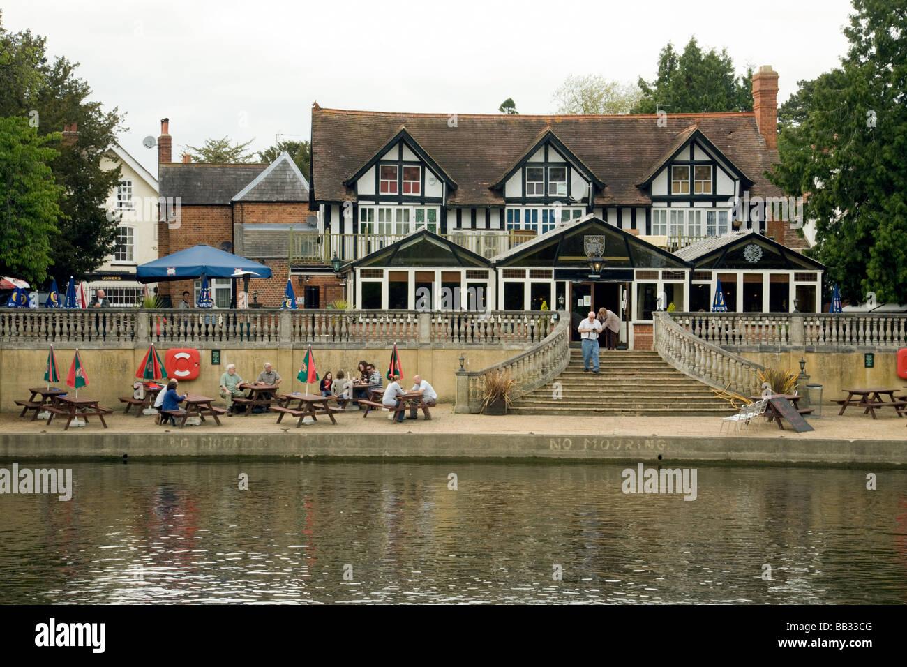 Le Boathouse pub sur la Tamise à Wallingford, Oxfordshire, Angleterre Photo Stock