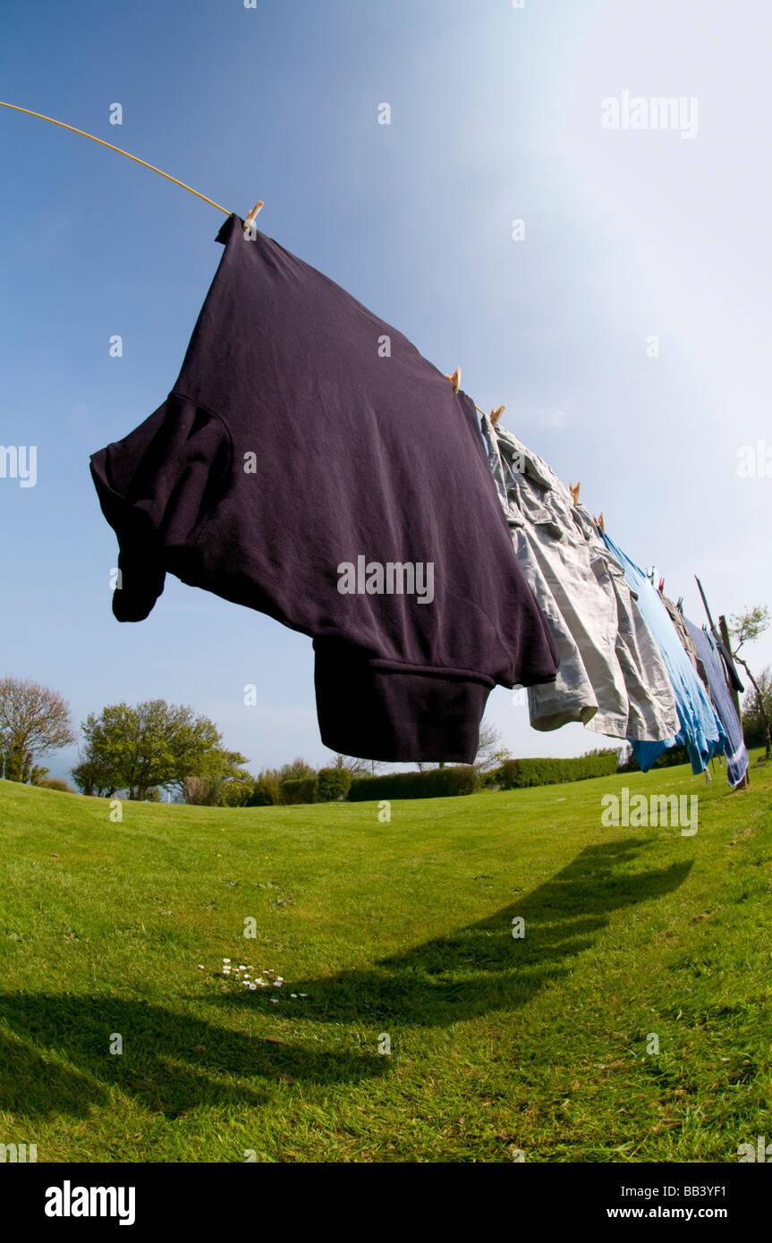 Sur la ligne de séchage lavage Photo Stock