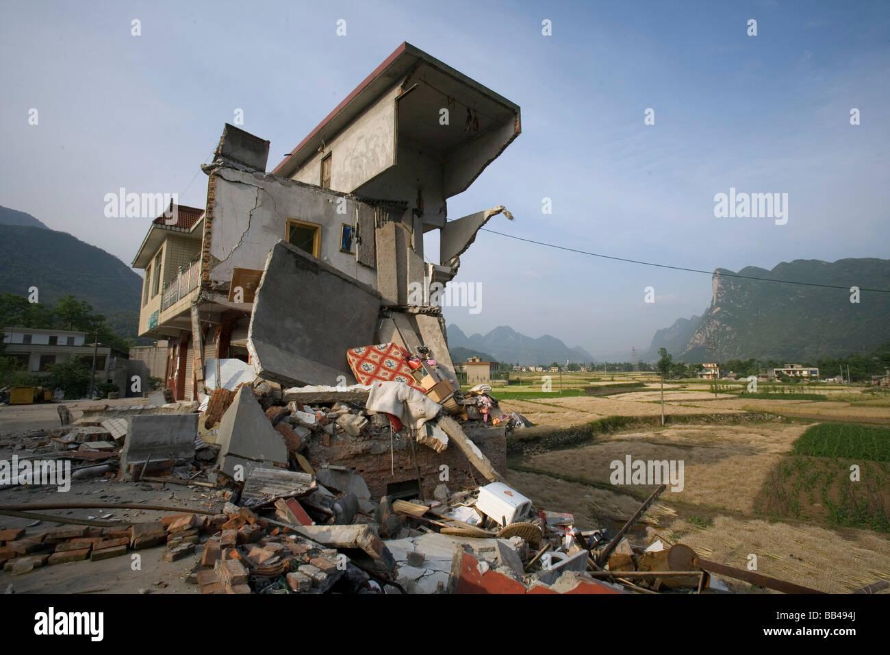 Maisons détruites par un tremblement de terre dans le canton de Pingan, Chine. Photo Stock