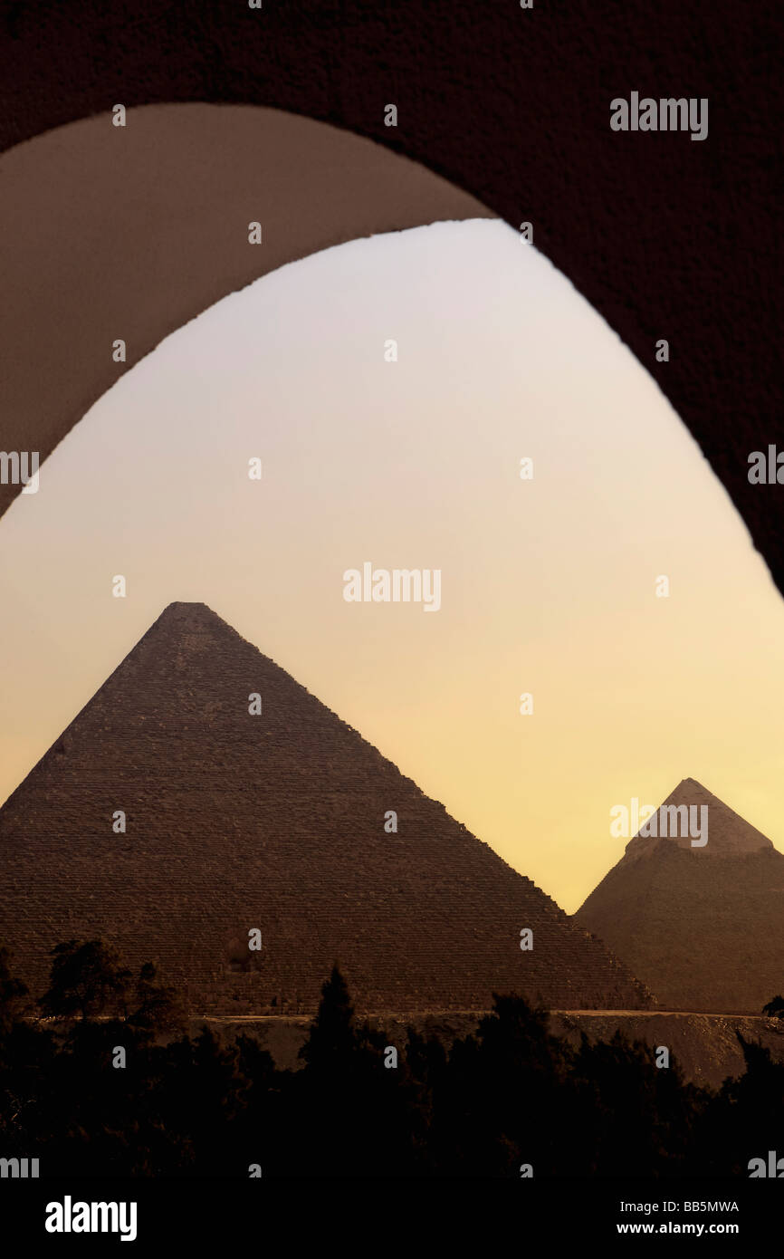 Les grandes pyramides au coucher du soleil Photo Stock