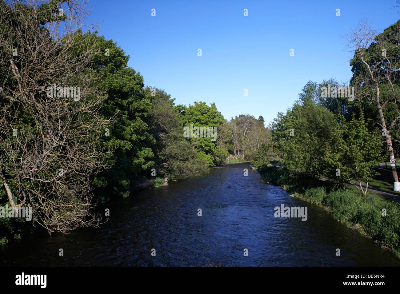 La rivière qui coule à travers Inniskeen Fane comté de Monaghan en république d'irlande eire Banque D'Images