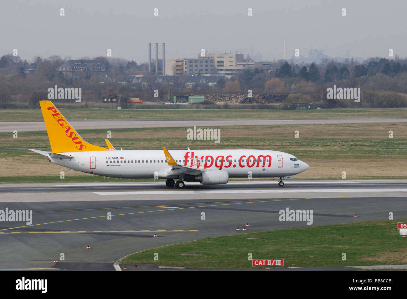 Pegasus Boeing 737-800 sur la piste, flypgs.com, compagnie turque, l'Aéroport International de Düsseldorf, Photo Stock
