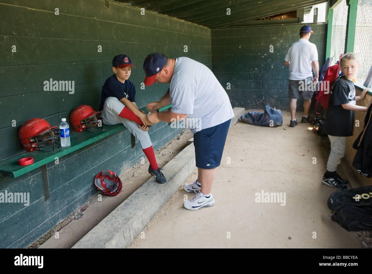 Dans l'étang à la petite ligue de baseball jeu LeRoy New York Comté de Genesee Photo Stock