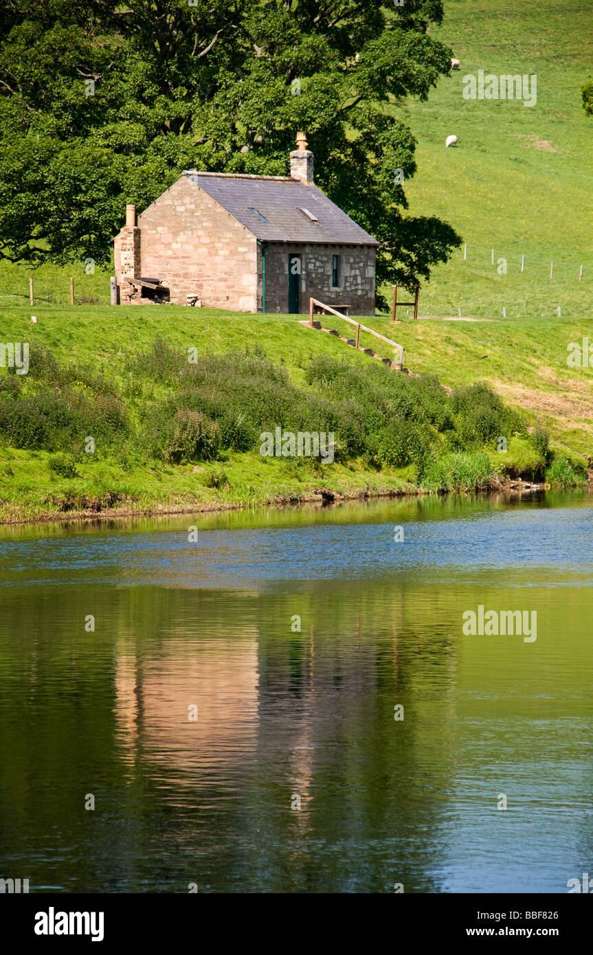 Westford Shiel sur le cours inférieur de la rivière Tweed autrefois partie de l'industrie de la pêche florissante Banque D'Images
