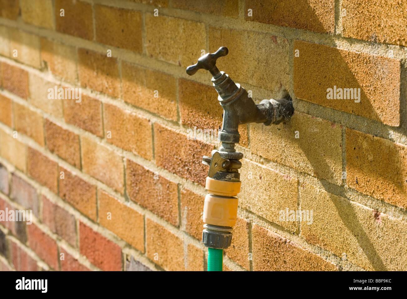 Appuyez avec le soutien de l'extérieur. Photo Stock