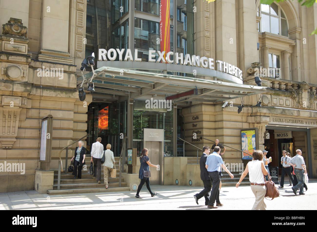 Extérieur du Royal Exchange Theatre sur la place St Anns, Manchester Banque D'Images