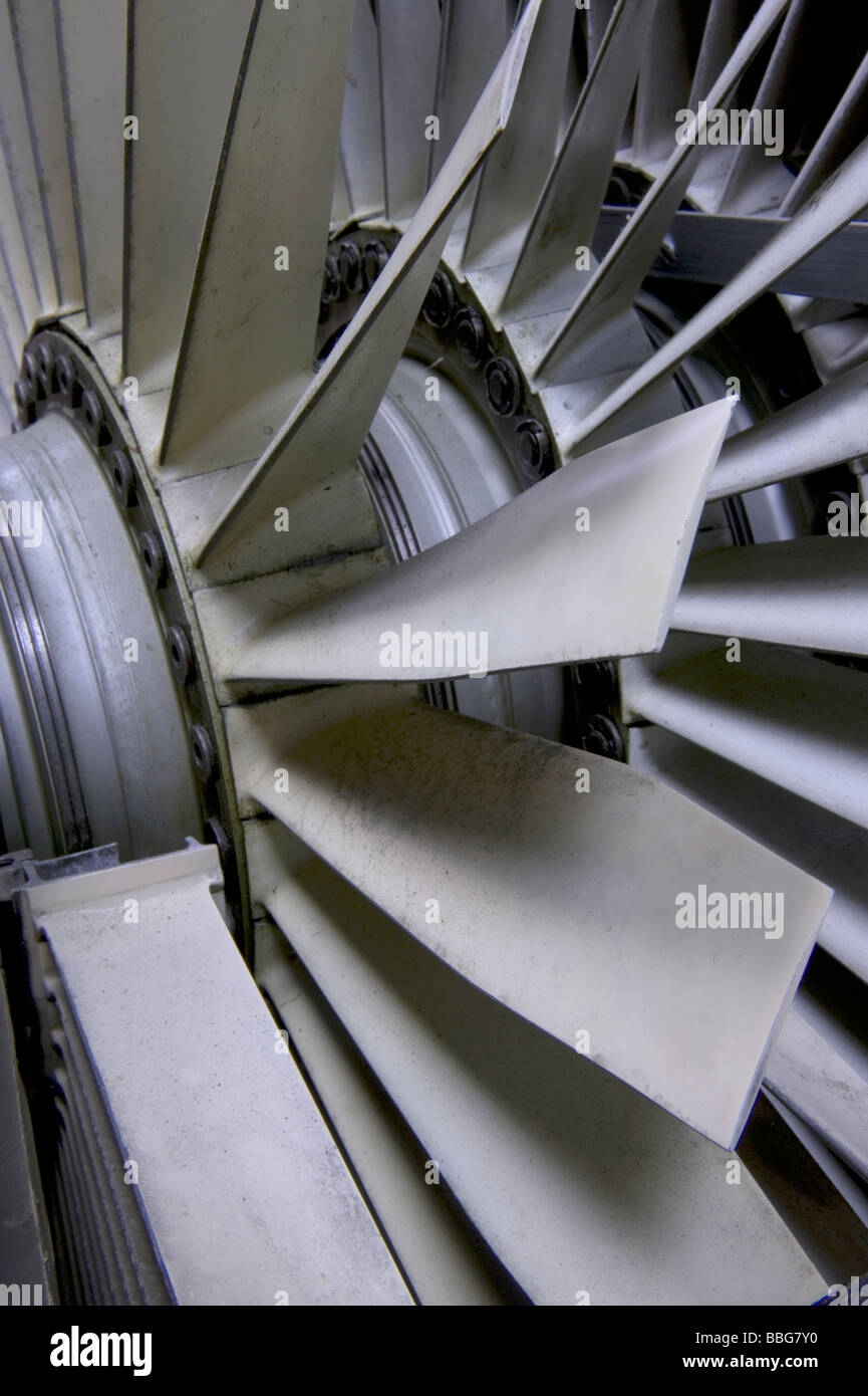 Les pales du ventilateur du moteur à réaction Photo Stock