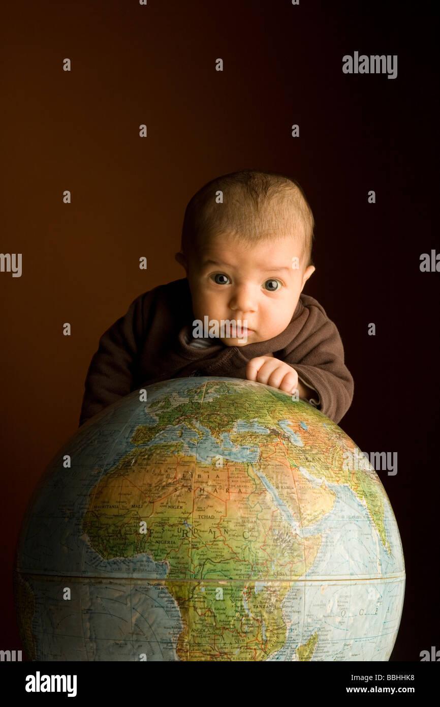 Bébé sur le dessus de l'Organisation mondiale de la mondialisation Photo Stock