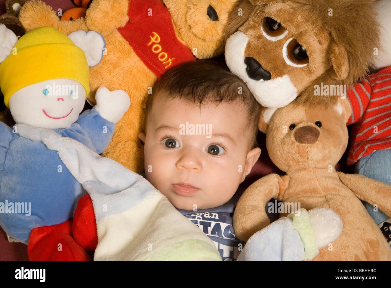 Petit bébé jouant Photo Stock