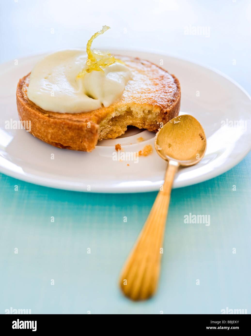 Créés en partie tarte au citron Banque D'Images