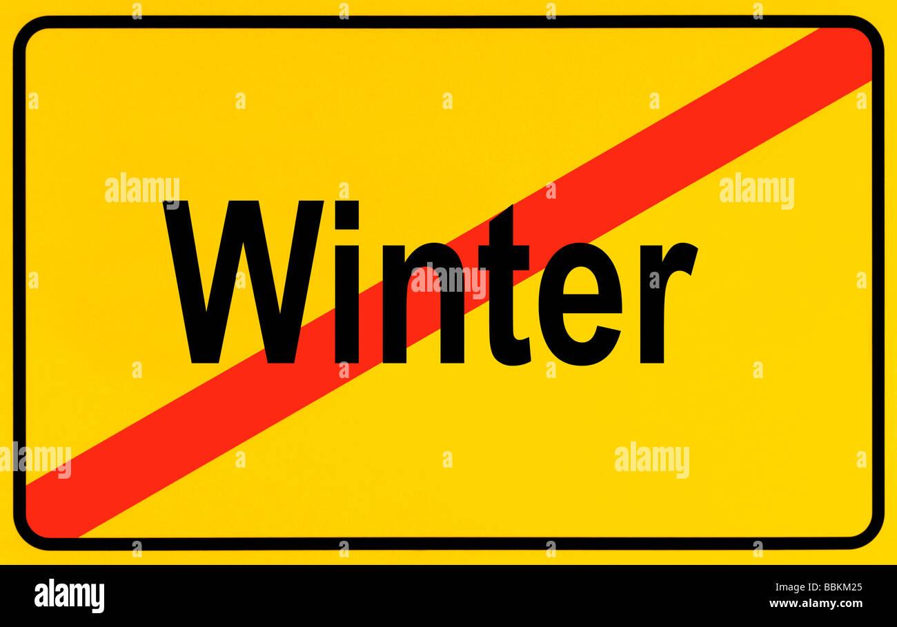 Panneau de sortie de ville, le lettrage de l'hiver, le symbole de fin de l'hiver Photo Stock