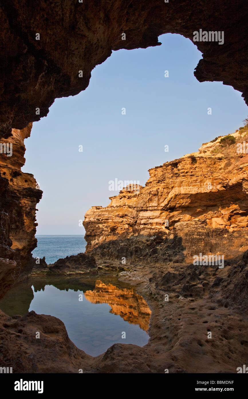 L'Australie, Victoria. La Grotte, située à proximité de la douze apôtres dans le Port Campbell Photo Stock