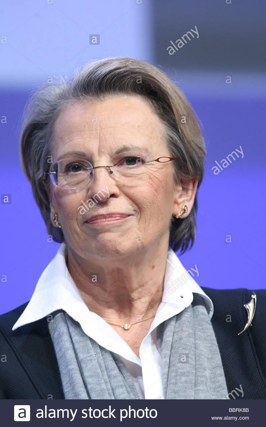 michle alliot marie ministre de lintrieur et de loutre mer 91e congrs des maires franais et rgionaux