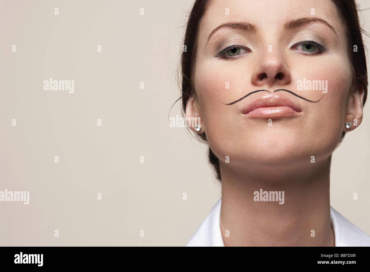 Femme avec tirés sur moustache Photo Stock