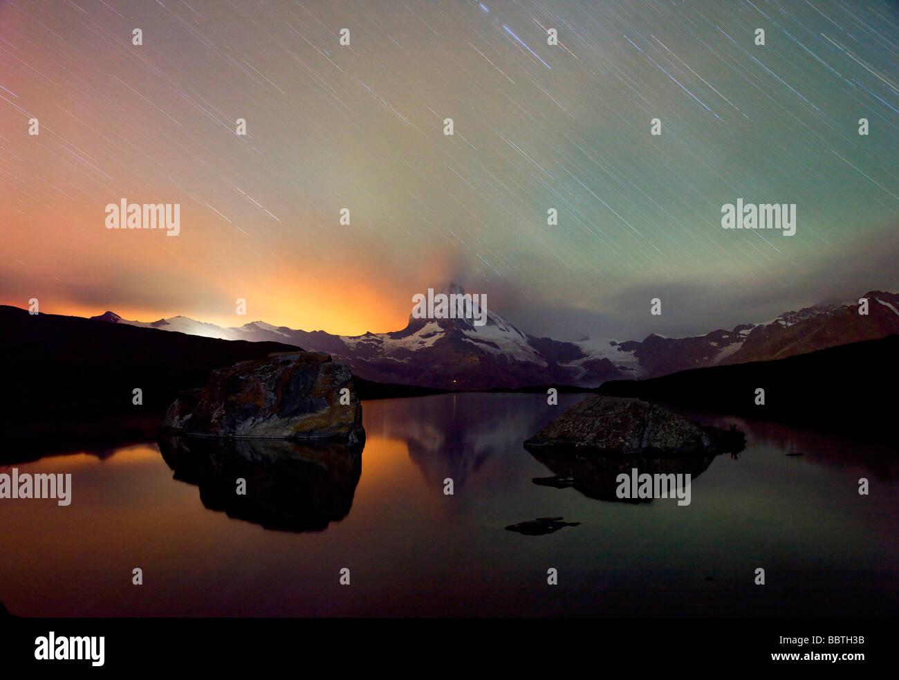 Matterhorn, lac, orage la nuit Photo Stock