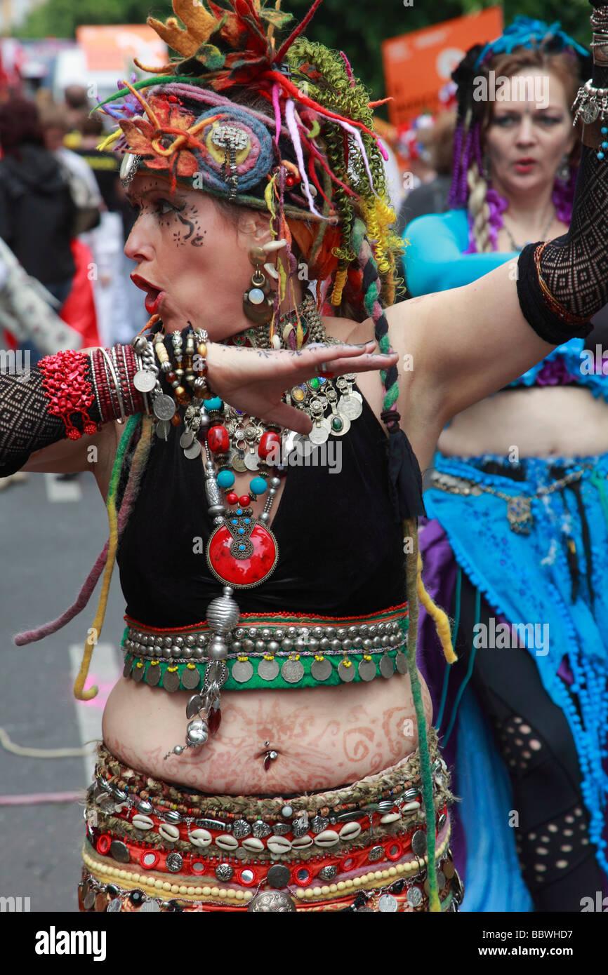 Allemagne Berlin Carnaval des Cultures femme en costume Photo Stock