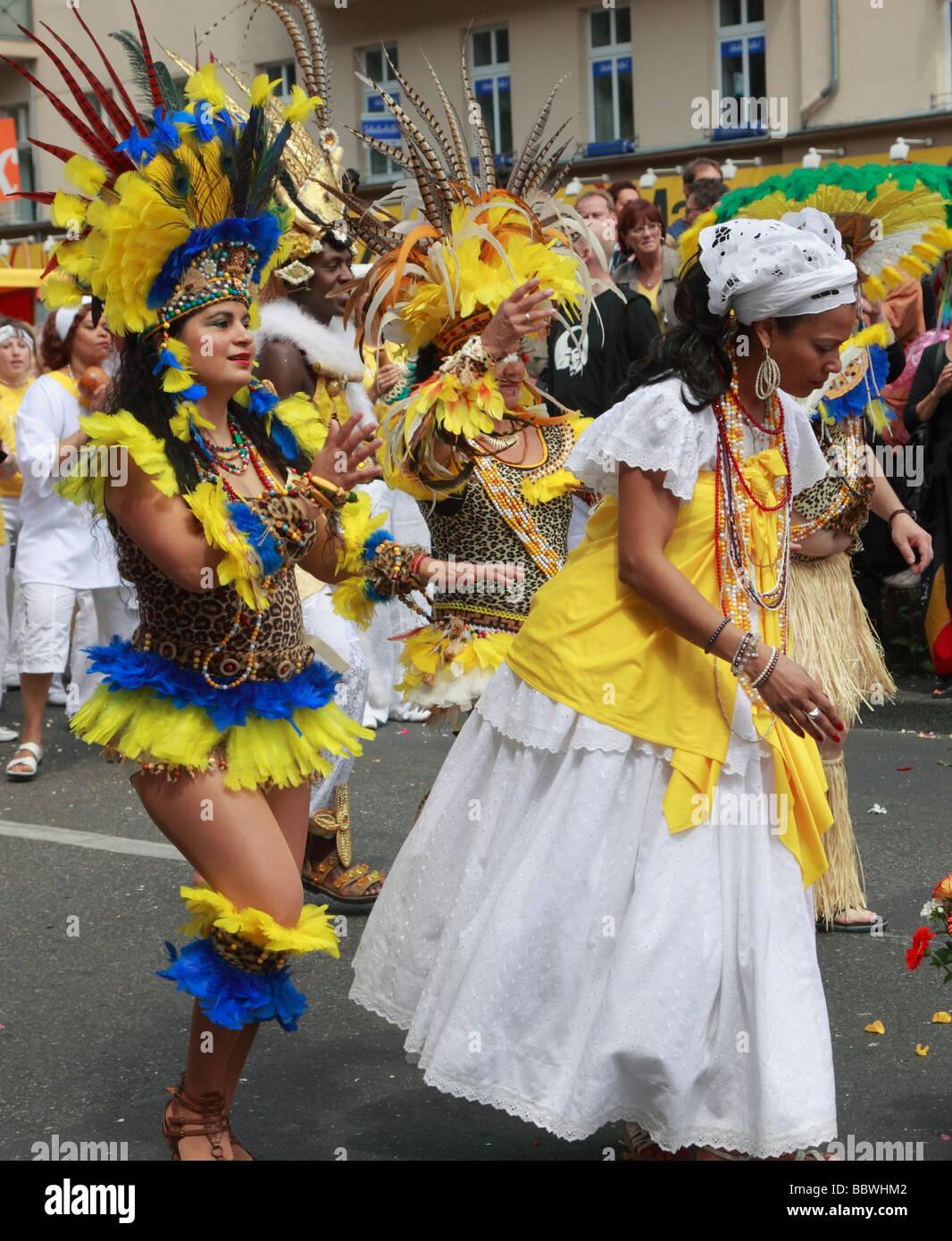 Allemagne Berlin Carnaval des Cultures femmes brésiliennes Photo Stock