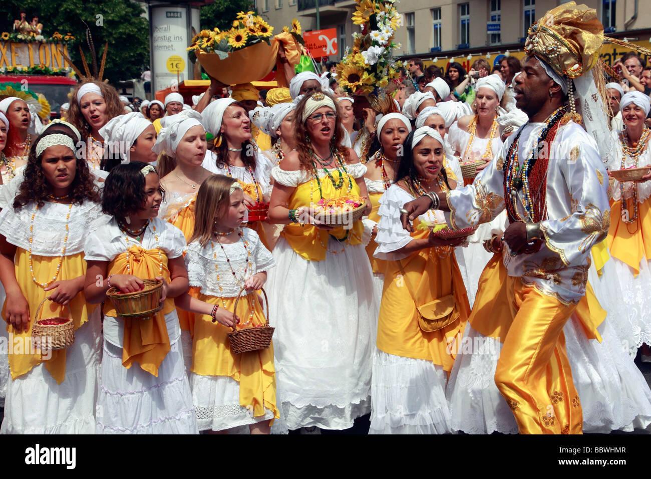 Allemagne Berlin Carnaval des Cultures groupe de chanteurs Photo Stock