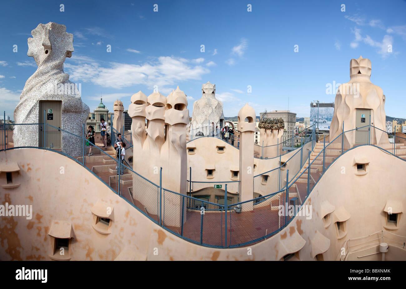 Cheminées sur Casa Mila par Antoni Gaudi Barcelone Espagne Photo Stock