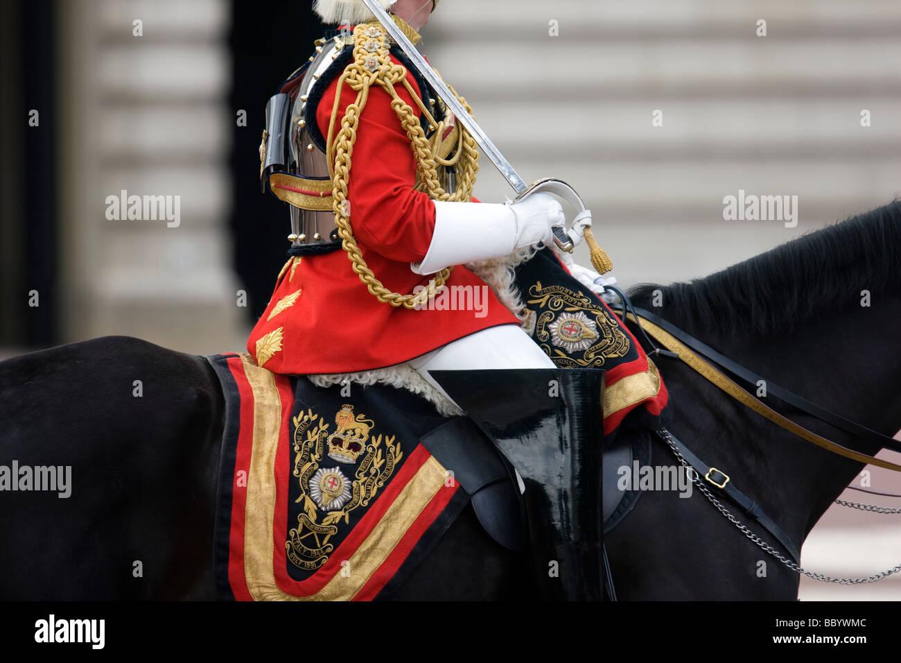 Un officier de la Garde à cheval du régiment au cours de la parade du drapeau pour célébrer Photo Stock