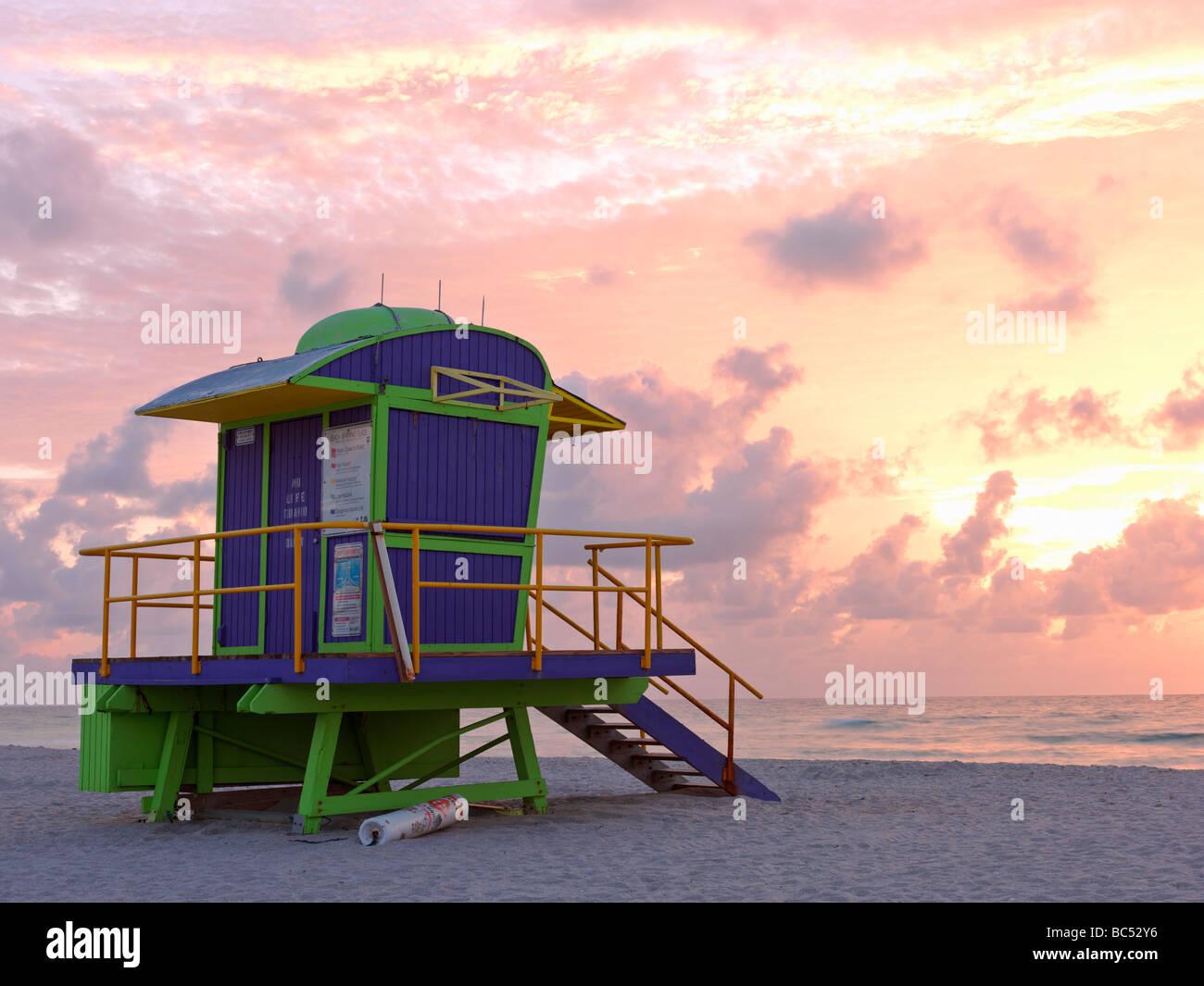 Style Art Deco lifeguard station sur South Beach Miami au lever du soleil Banque D'Images
