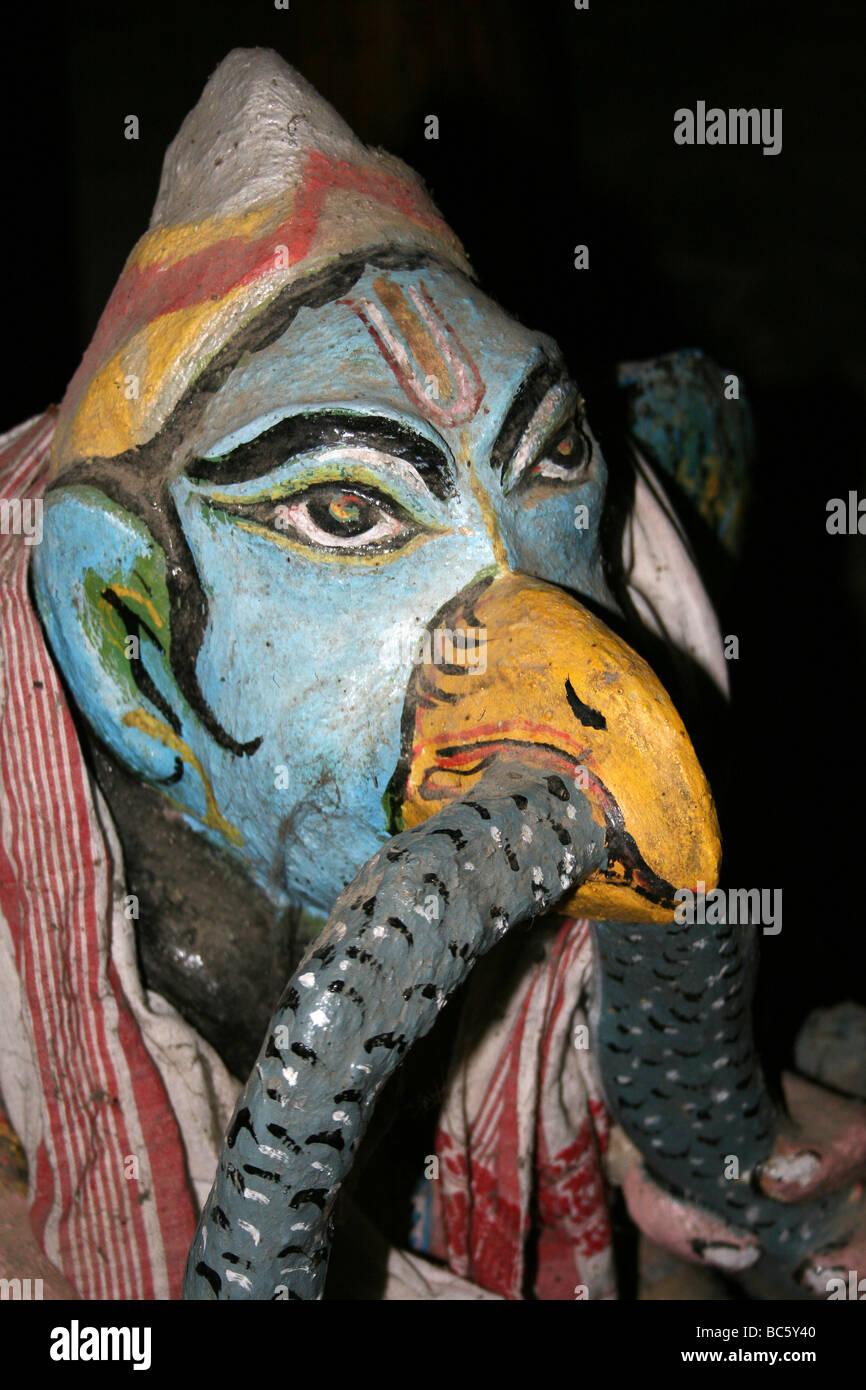 Statue hindous colorés dans un monastère (SATRA) sur l'île de Majuli, Brahmapoutre Banque D'Images