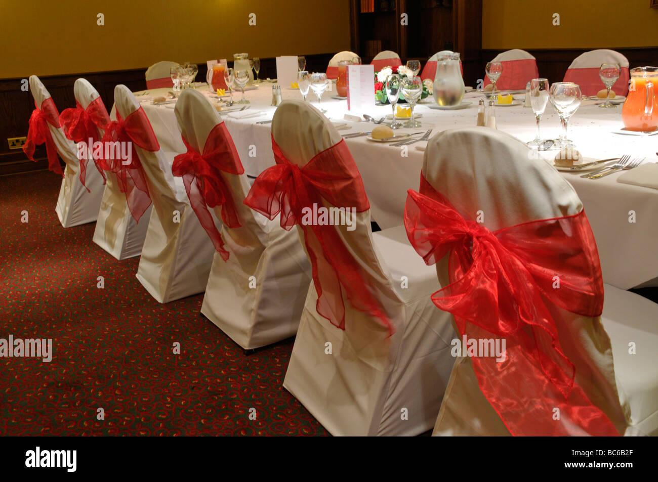 Un mariage table à manger et chaises. Photo Stock