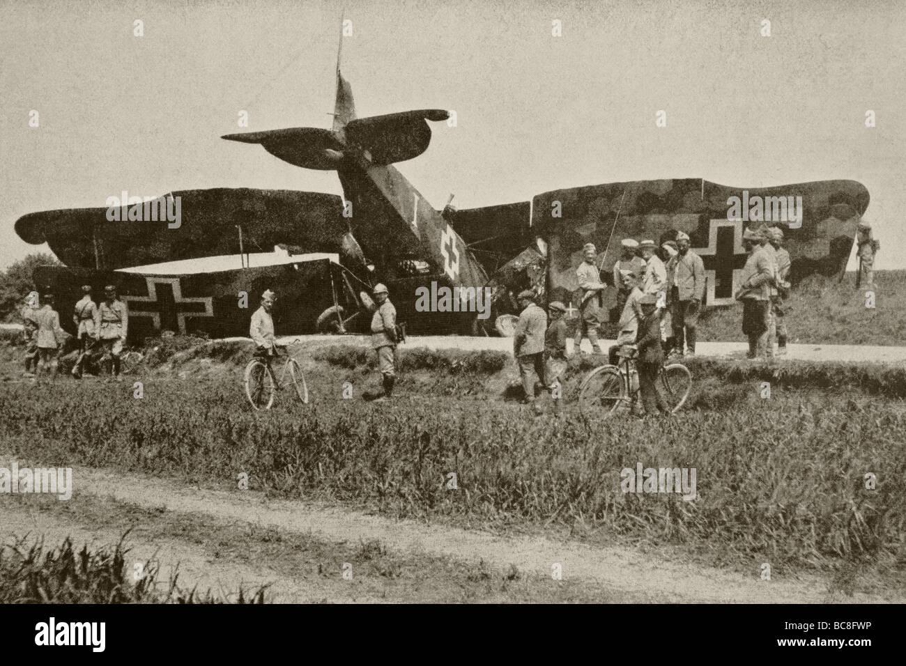 Un avion allemand après avoir été abattu au-dessus de l'Oise. Photo Stock