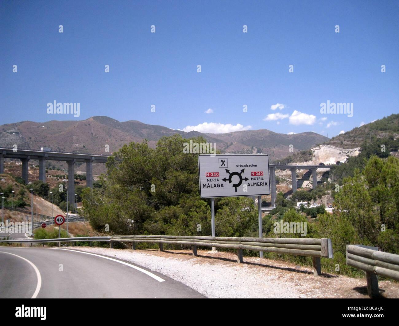 Espagne panneaux indiquant l'autoroute E-15 près d'Almeria en Andalousie avec pont de l'autoroute Photo Stock