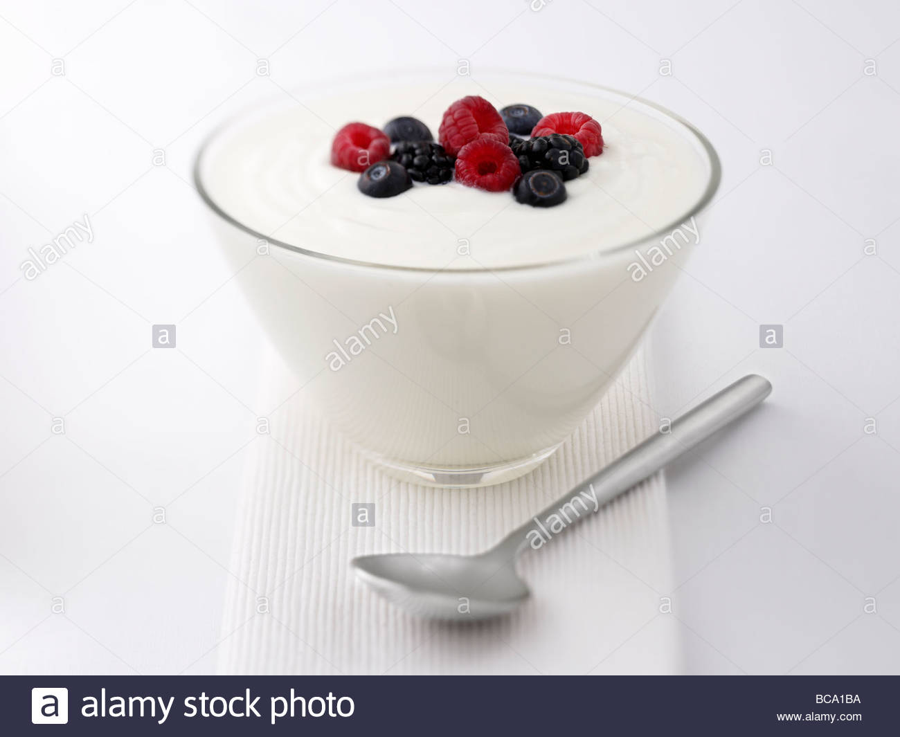 Close up de yogourt et fruits Photo Stock