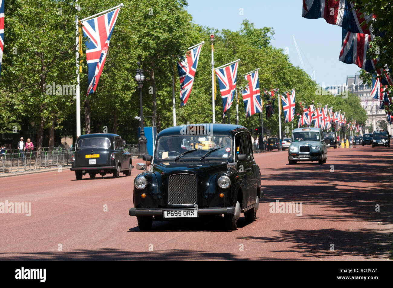 London taxi sur le Mall, England UK Photo Stock