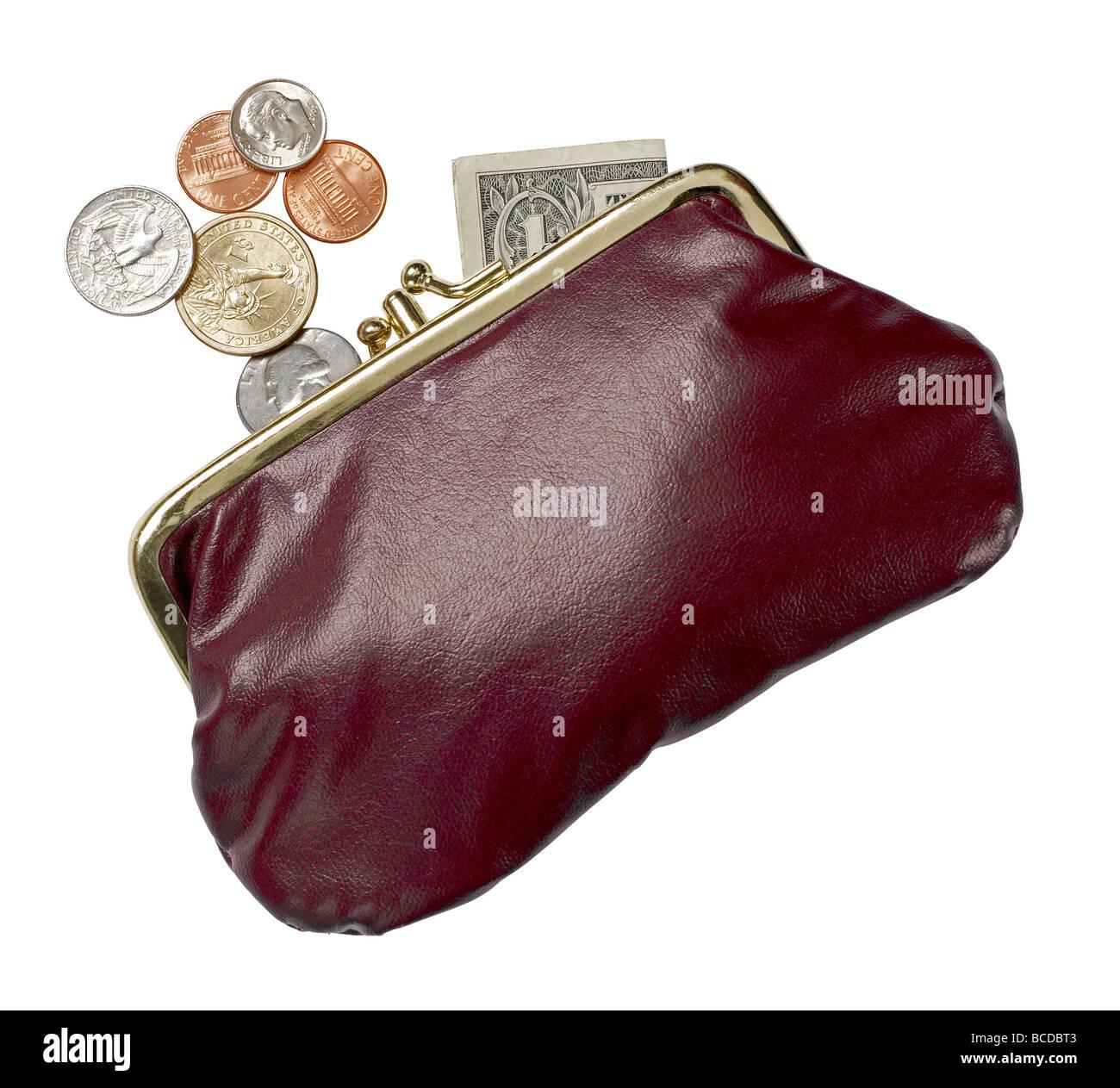 Sac à main en cuir bourgogne ouvert argent dollar pièces elevated view Photo Stock