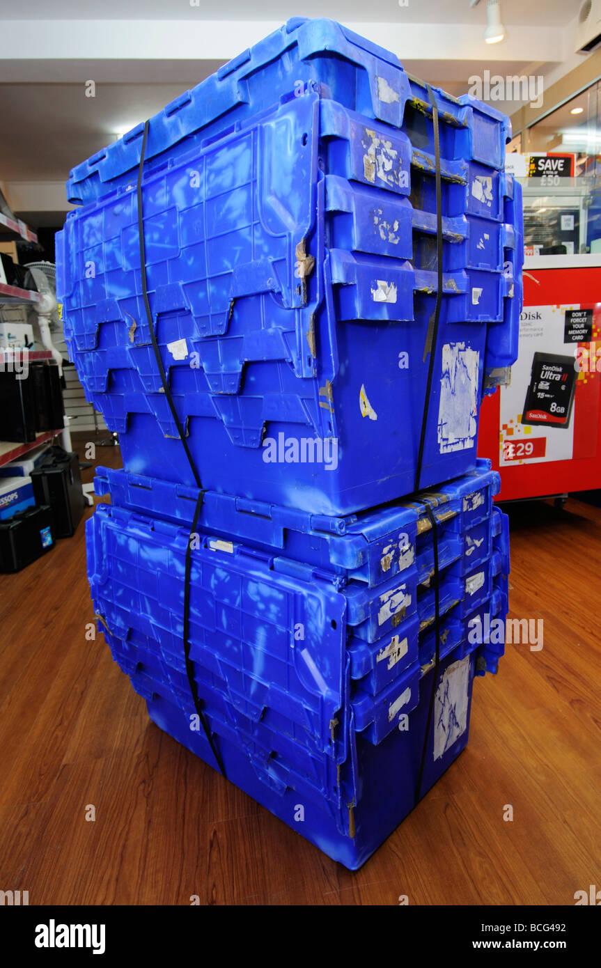 8 bennes vides emballés ensemble en attendant Jessops collection Photo Stock