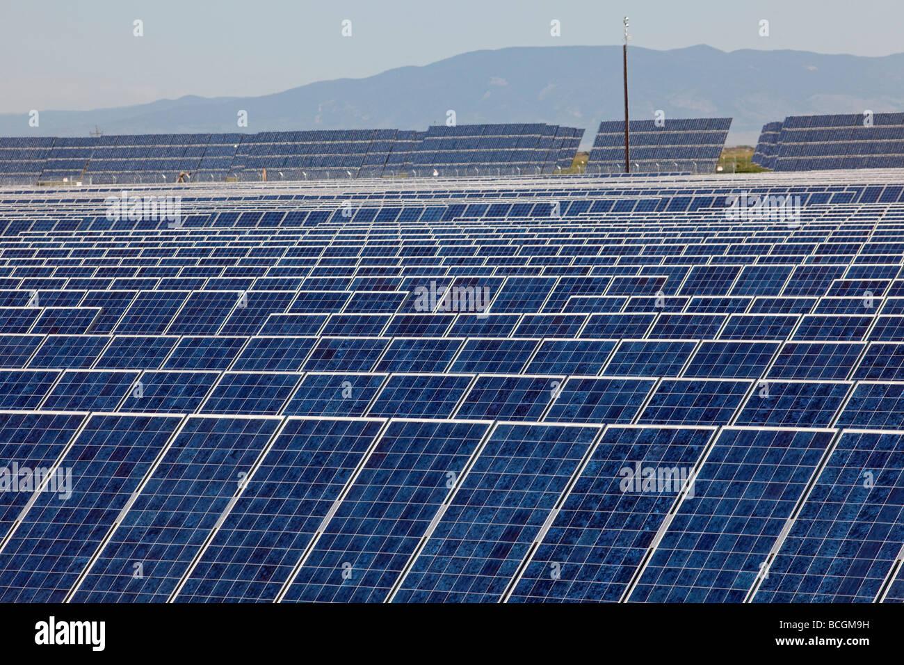 Les capteurs solaires photovoltaïques à la plus grande centrale photovoltaïque de l'United States Photo Stock