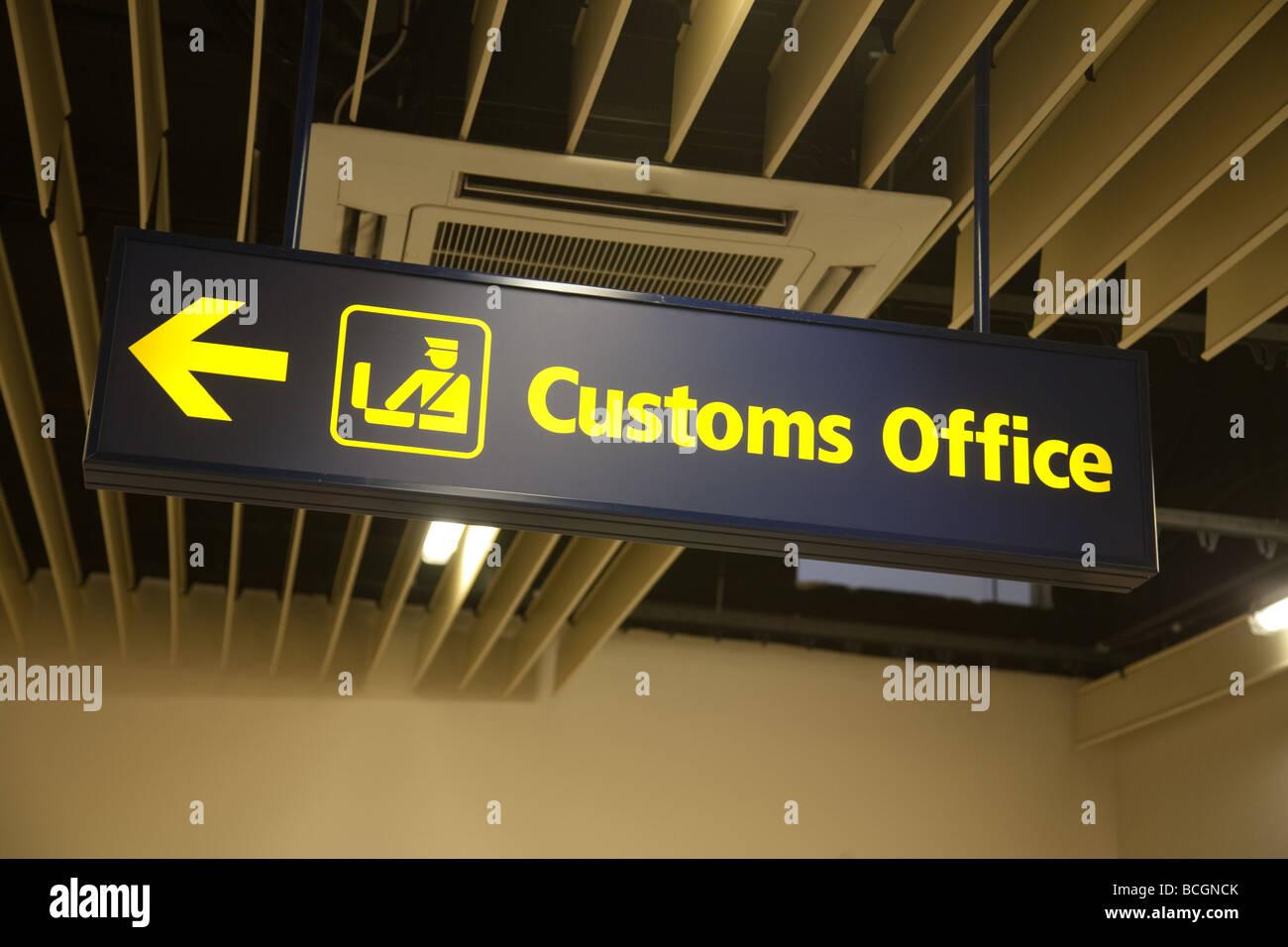 Signe des douanes, l'aéroport de Malte, Malte Photo Stock